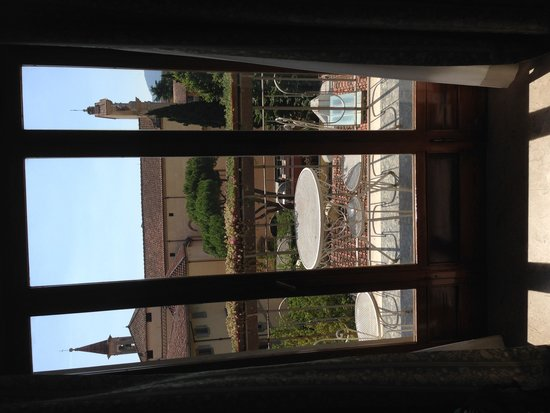 Hotel Orto De Medici : View out of room to terrace