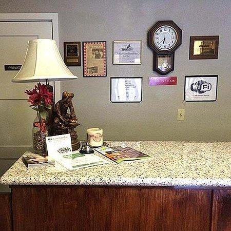 Miner's Motel: Miners Motel Jamestown Lobby