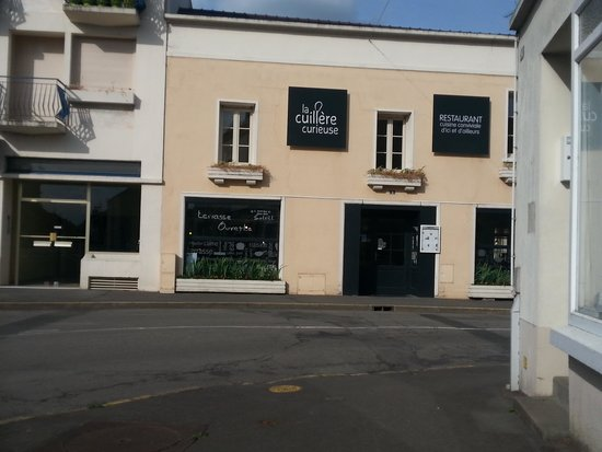 La Cuillère curieuse: lovely restaurant in a little town we xame across.