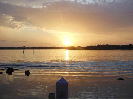 Indigo Reef Marina Homes Resort : Beautiful Sunsets