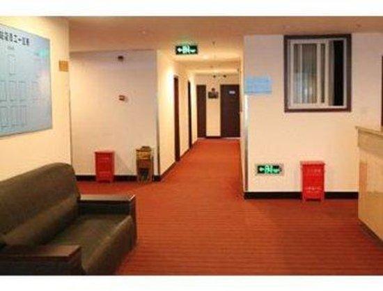 Super 8 Hotel Beijing Nanzhan: Corridor