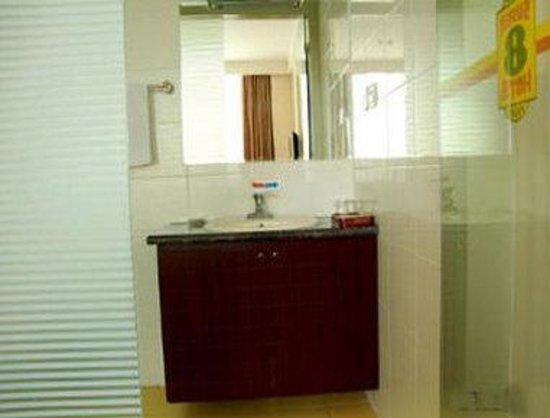 Super 8 Hotel Wu Wei: Bathroom