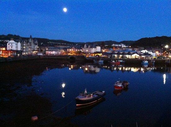 Columba Hotel: Taken at 10 at night in July! - looks more like Marmaris than Scotland!