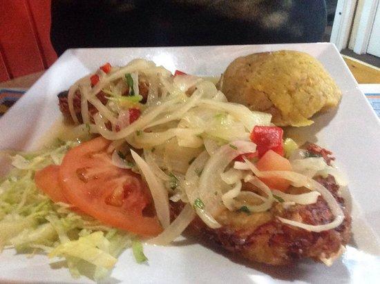 Gonzalez Sea Food Restaurant: Ruedas de chillo fritas en salsa vino. Muy rico!