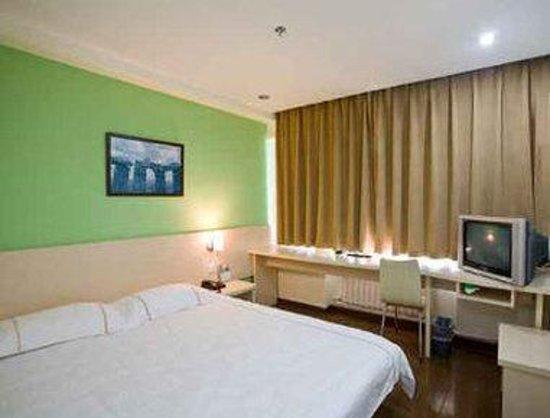 Super 8 Hotel Panjin Ji Xing : One Queen Bed Room
