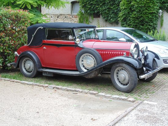 Hostellerie de Bretonniere: This Bugatti pinched my parking spot :)