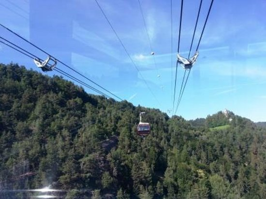 Cable Car Renon : Funivia Renon: The opposite side cable car