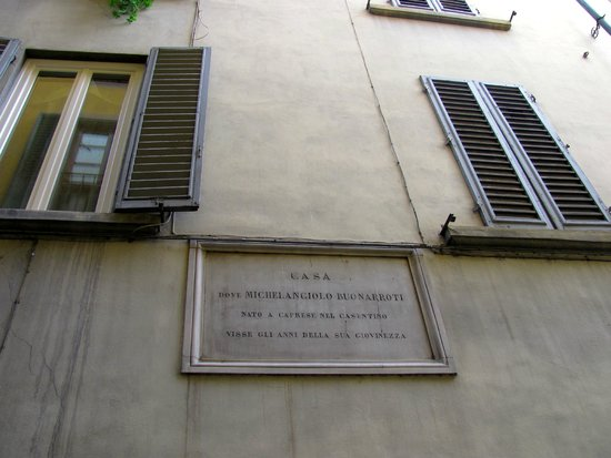 Hotel Santa Croce: Michaelangelo's Plaque down the alley from Hotel.