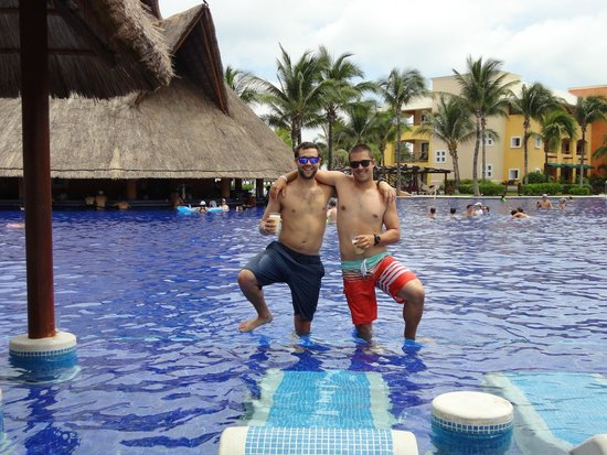 Barcelo Maya Palace: Pina Colada and Captain Morgan
