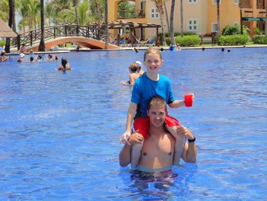 Barcelo Maya Palace: Hitching A Ride!
