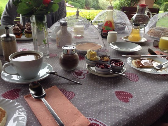 B&B Villa Beatrice: Cakes, pies, muffins, pancakes, on and on with choices - the dream breakfast