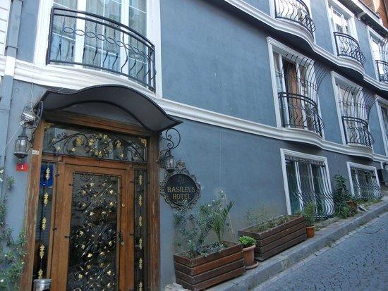 Basileus Hotel: Front Door