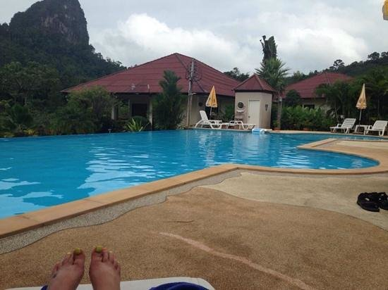 Gillhams Fishing Resorts: chill by the pool!