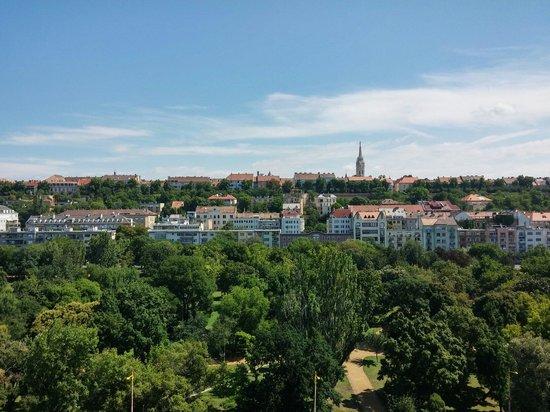 Mercure Budapest Buda: Dalla finestra della Camera 817