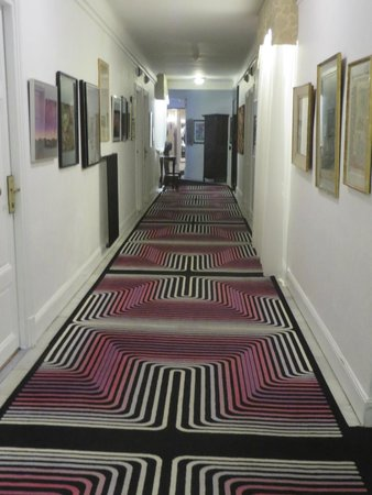 Hotel Negresco: One of the many funkily carpeted halls with fun art