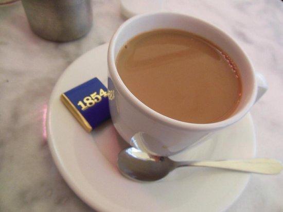 1854 Allti Trevligt Med Liten Chokladbit Till Kaffet