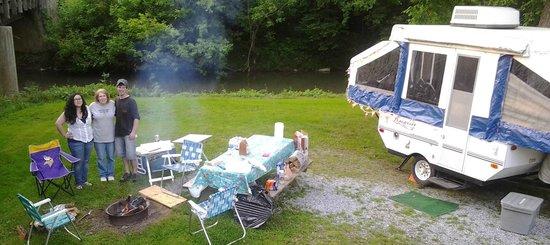 Mill Bridge Village & Campresort: Creek side camping