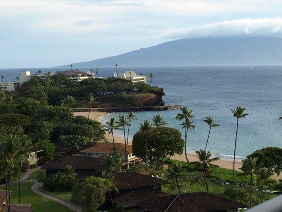 Royal Lahaina Resort : partial ocean view