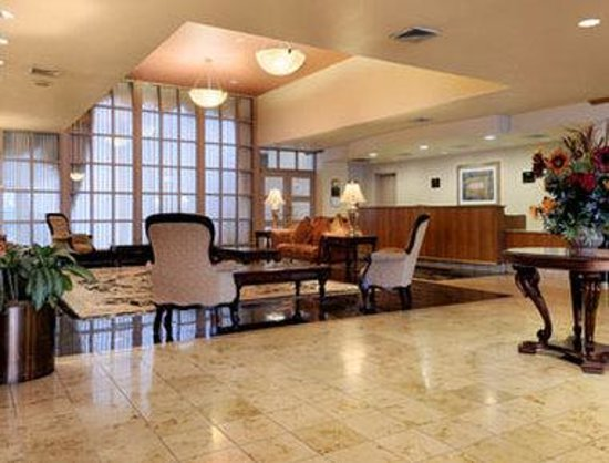 GrandStay Hotel & Suites: Lobby