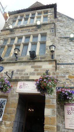 Scarborough Castle: richard111 historic pub