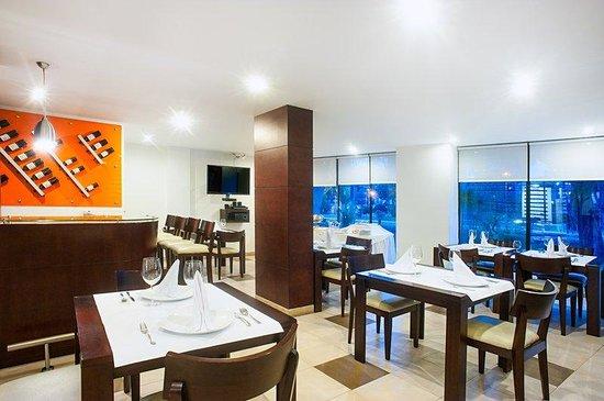 Tivoli Suites: Restaurant