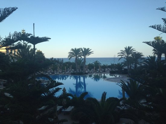 SENTIDO Aziza Beach Golf & Spa: The pool in the evening