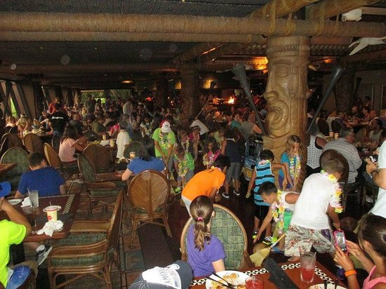 Disney's Polynesian Village Resort: The fun of Ohana at dinner time