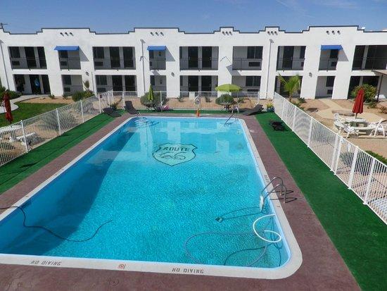Ramada Kingman : pool