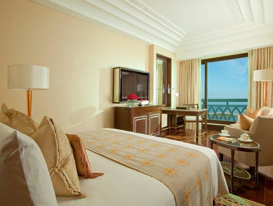 The Leela Palace Chennai: Deluxe Sea View Room