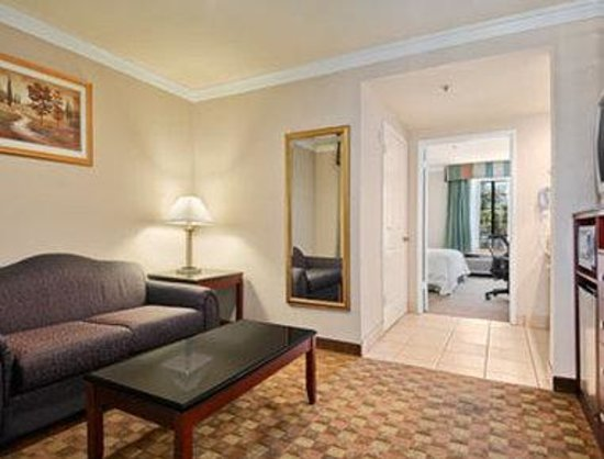 Howard Johnson Pasadena: Suite
