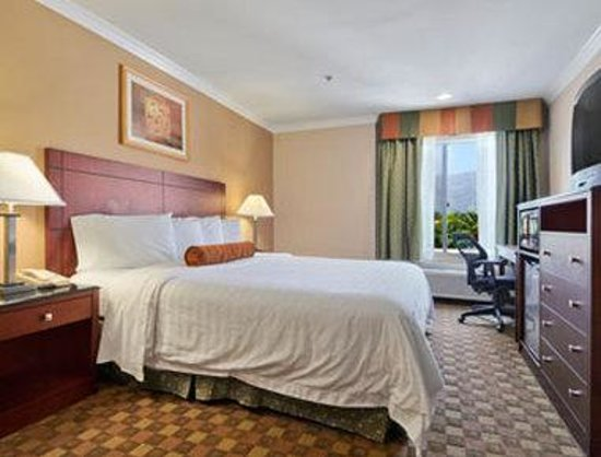 Howard Johnson Pasadena : Standard King Bed Room