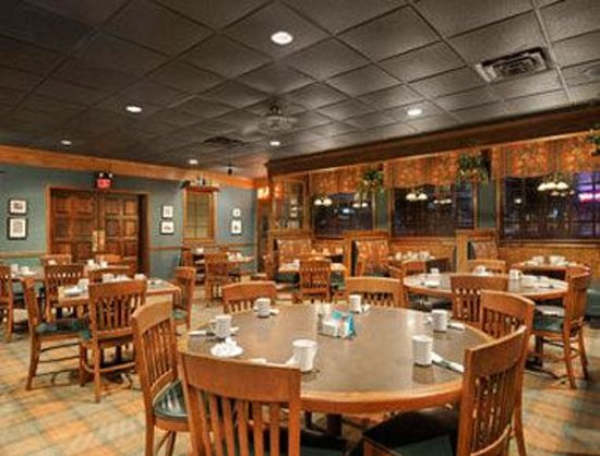 Ramada Perry Near Fairgrounds: Breakfast Area