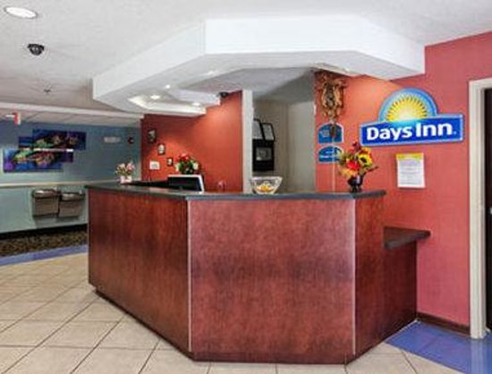 Days Inn Darien: Lobby