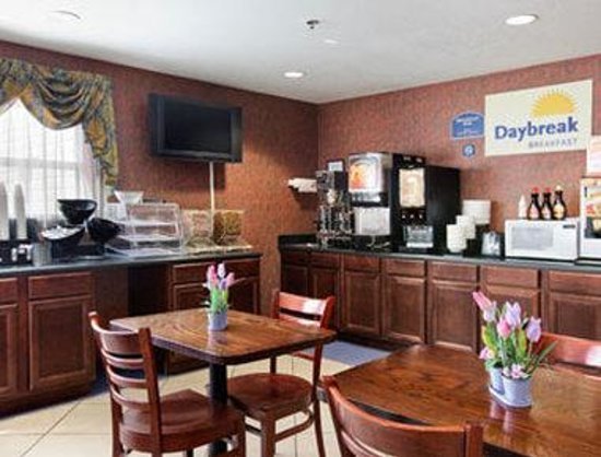 Days Inn Darien: Breakfast Area