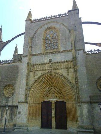 Basílica de Lekeitio: Facade ad batterses