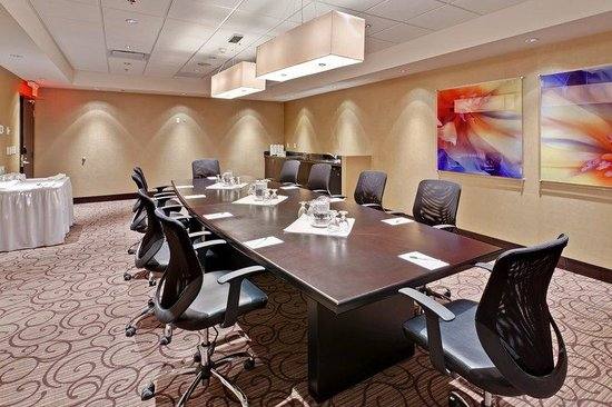 Holiday Inn Hotel & Suites Red Deer South: Executive Boardroom