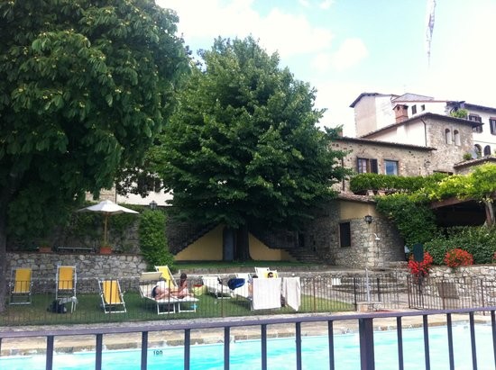 Relais Vignale : Dalla piscina