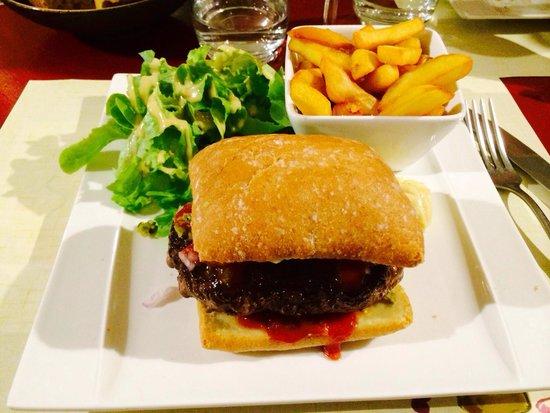 Opus Wine: Burger au steak haché fait maison