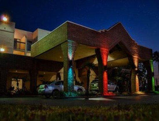 Baymont Inn & Suites Tampa Near Busch Gardens : Exterior