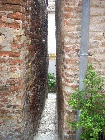 The Narrowest Alley in Italy: Vicolo più stretto di italia