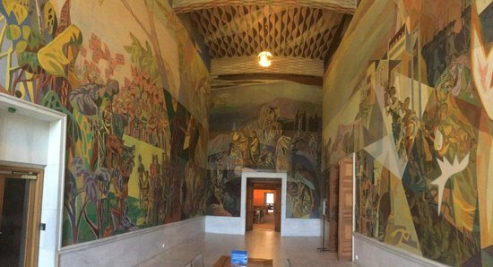Oslo City Hall (Oslo Radhus): Cubism-inspired mural of constitutional history