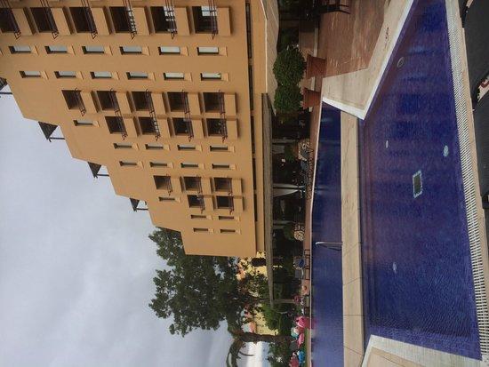 Dom Pedro Marina: Poolside