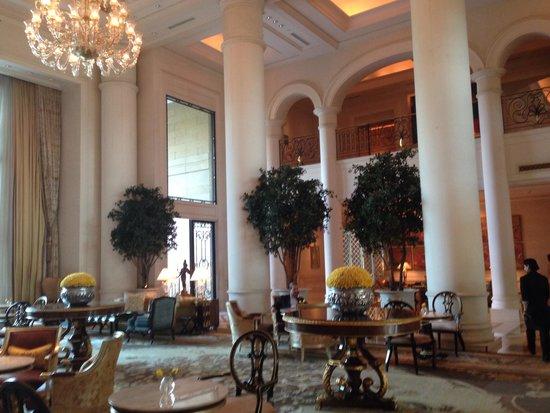 The Leela Palace New Delhi : The lobby