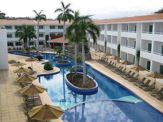 La Isla Huatulco & Beach Club: Exterior View