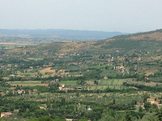 Fonte Al Vento : the view over the small wall in the garden