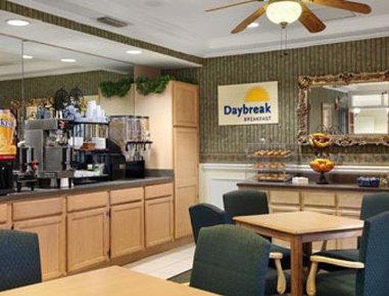 Days Inn Kingsland GA: Breakfast Area