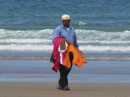 Hotel Riu Tikida Beach : Vendeur sur la plage