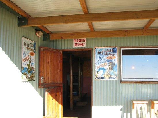 Buccaneers Lodge & Backpackers: Bar
