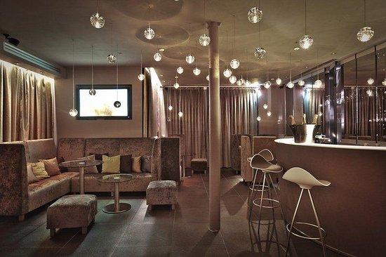 Seven Hotel Paris: reception