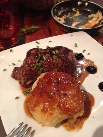Sensi : Steak with yummy potato thing!